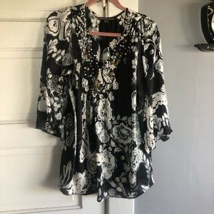 Women's Top. Size Large.